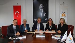 İzmir Ekonomi Üniversitesi gençlerine iş kulübü eğitim