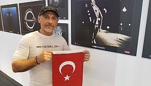 Türk bayrağı açtı, ilgi gördü