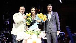 Gümüldür Mandalina Festivali'nde Sibel Can coşkusu