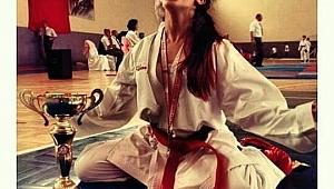Hem annesi hem antrenörü: 'Karateci anne-kız'