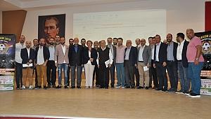 İzmirli gazeteciler futbol sahasında karşılacak