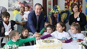 Lösemiyi yenip pastayla kutladılar
