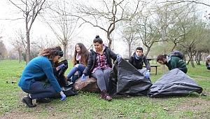 1 saatte 300 kilo çöp topladı