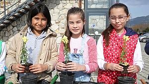 Buca'da 10 bin çocuk doğayla kucaklaşıyor