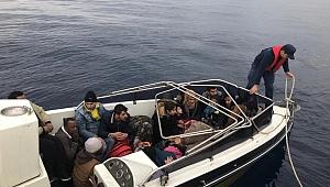İzmir Çeşme'de 23 düzensiz göçmen yakalandı
