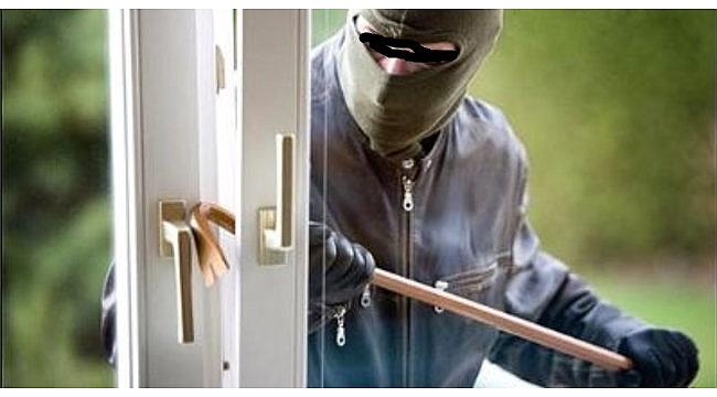 Bağ evinin kapısını, penceresini ve eşyalarını çaldılar