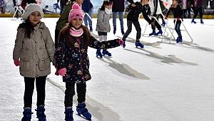 Büyükşehir Belediyesi'nden ücretsiz buz pisti keyfi