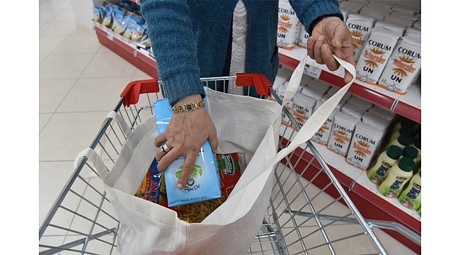 Dost Market'te ürünler de bez torbalar da ücretsiz