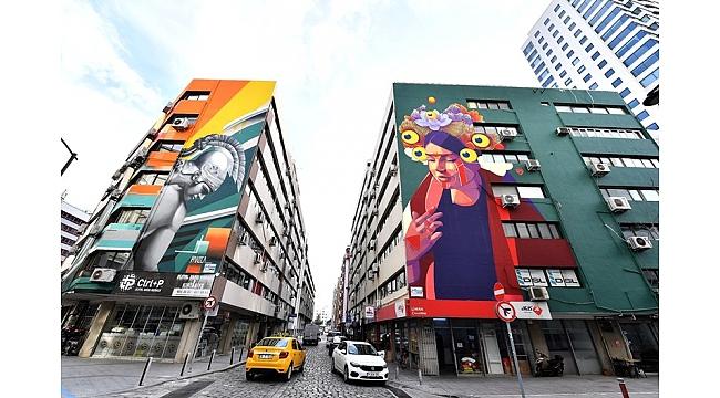 İzmir'de duvarlar cıvıl cıvıl