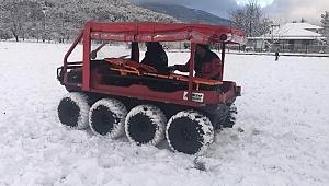 İzmir İtfaiyesi'nin aracı kar kış dinlemiyor