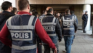 İzmir merkezli FETÖ operasyonları: 35 gözaltı
