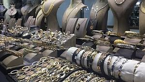 Sevgililer Günü'nde altının pahalılığı gümüşe yöneltti