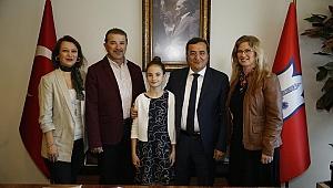 Abdül Batur'un koltuğu minik başkana emanet