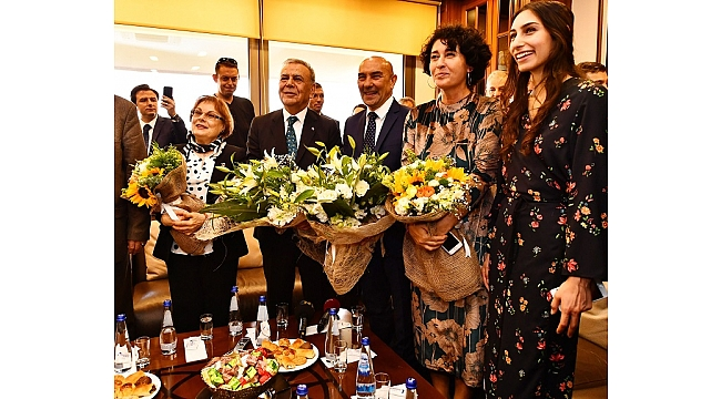 Aziz Kocaoğlu, koltuğu Tunç Soyer'e devretti