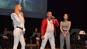 Popçu Mert Algan Deniz Baykal Kültür Merkezini Salladı