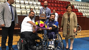 Baran tekerlekli sandalye takımı ziyaret etti