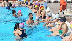 Bayraklı Belediyesi yüzme kursu kayıtları başladı