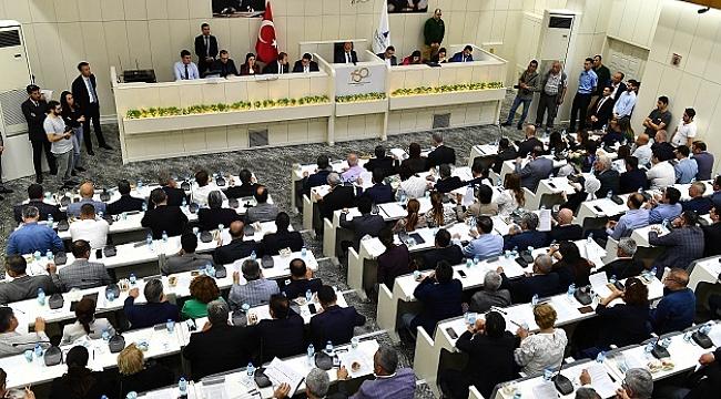 İzmir'in borcu 3 milyar 63 milyon TL