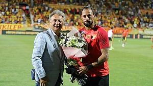 Başkan İduğ Göztepe'yi ilk maçında yalnız bırakmadı