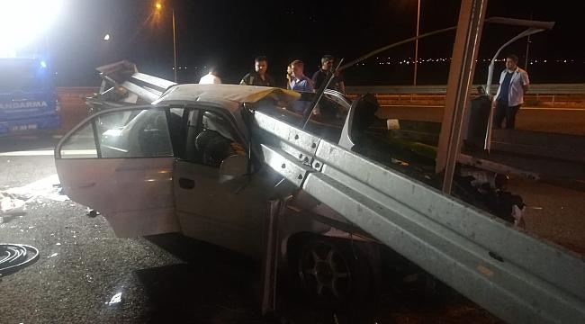 İzmir-İstanbul Otoyolu'nda bariyere ok gibi saplandı:3 ölü,2 yaralı