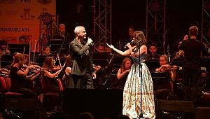 Safina, patili dostlar yararına Çeşme'de konser verdi!