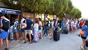 Tatilciler Türk Ve Yunan Tarafını İhya Etti