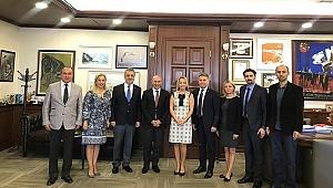 Eczacılar İBB Başkanı Soyer'i makamında ziyaret etti