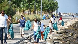 Narlıdere sahilinde deniz temizliği yapıldı
