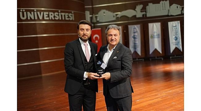 Başkan İduğ'un iki vizyon projesine ödül