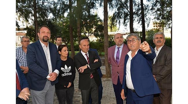 Başkan Tunç Soyer Çiğli Mahallelerini Gezdi