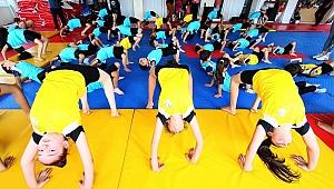 Bayraklı'da 5 bin kişiye spor kursu