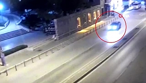 'Dur' ihtarına uymayan sürücü, polisi 400 metre boyunca böyle sürükledi