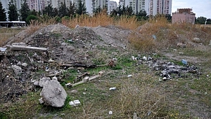 Karşıyaka'da seçim öncesi temeli atılan spor parkı şimdi moloz yığını