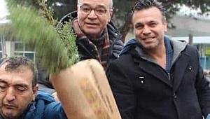 İZİD İzmir'de 3000 Çam fidanı dağıttı.