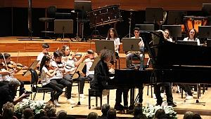 Yorglass Barış Çocuk Senfoni Orkestrası büyüledi