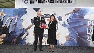 Demokrasi üniversitesi şehitlerini unutmadı