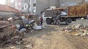 Denizli'de bir evden 15 kamyon çöp çıktı