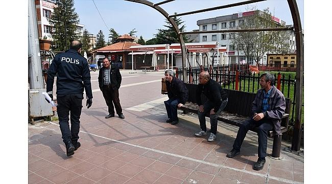 Evden çıkmaları kısıtlanan vatandaşlara polis hizmeti