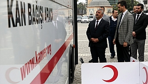 MHP'liler sokak hayvanlarına yem bırakıp kan bağışında bulundu