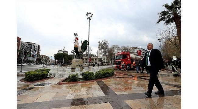Denizli'de meydan, cadde ve sokaklar sabunlu suyla yıkan