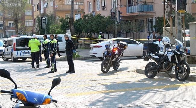 İzmir'de tartıştığı komşusunu öldüren, kendi annesini de bıçaklayan kişi intihar etti