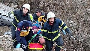 Kütahya'da şarampole devrilen otomobilin sürücüsü yaralandı