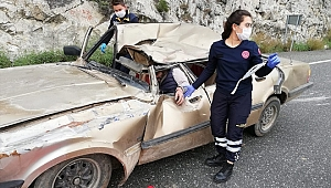 Muğla'da kamyon ile otomobil çarpıştı: 4 yaralı