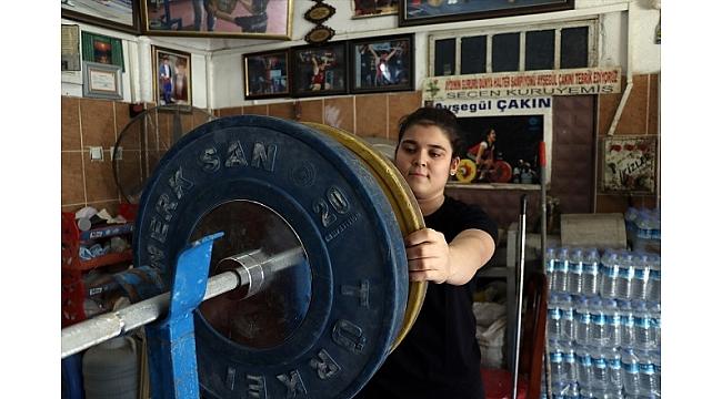 Şampiyon halterci değirmeni spor salonuna çevirdi