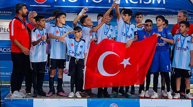 Türk Futbolu'nun Geleceğini Avrupa Arayan Adam