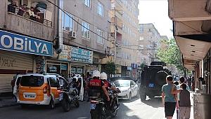 Diyarbakır'da silahlı saldırıya uğrayan polis memuru şehit oldu