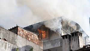 Muğla'da bir ev yanarak kullanılamaz hale geldi