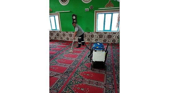 Bergama'da cami ve ibadethaneler dip köşe temizleniyor