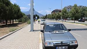 Ehliyetsiz Sürücü Polis Aracına Çarptı