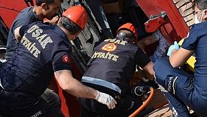 Uşak'ta iki tırın çarpışması sonucu 1 kişi yaralandı